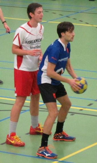 Een geconcentreerde Jesper Verschoor zoekt de beste afspeelmogelijkheid...