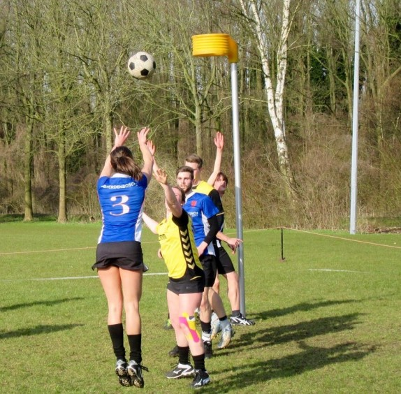 Schot Karin Olthof op de rug gezien, Robin Fuchs is klaar voor de rebound...